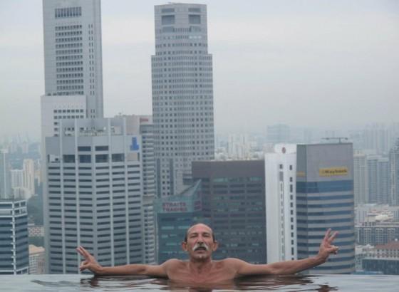 Piscina Sospesa Nel Vuoto A Singapore