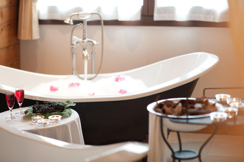 Bagno Romantico Foto : Day spa bagno in coppia nelle vasche romantiche ⊶ pinzolo val