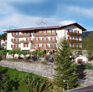 Hotel panorama wellness resort malosco val di non for Hotel panorama hotel