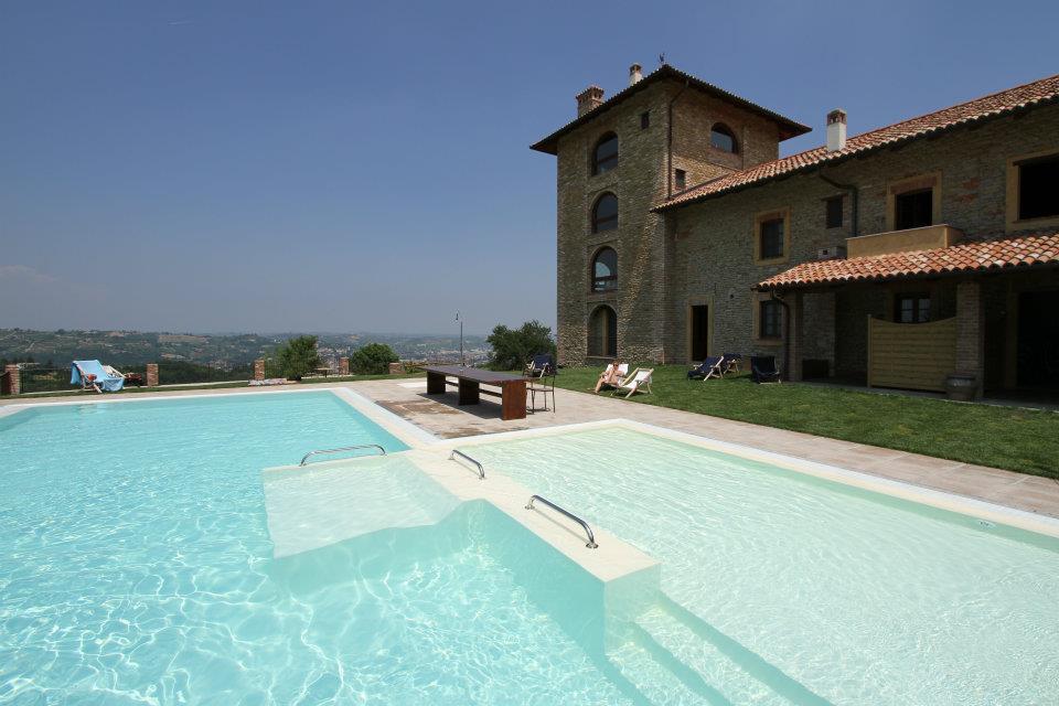 I tre poggi agriturismo di charme e benessere canelli asti piemonte - Agriturismo con piscina in piemonte ...