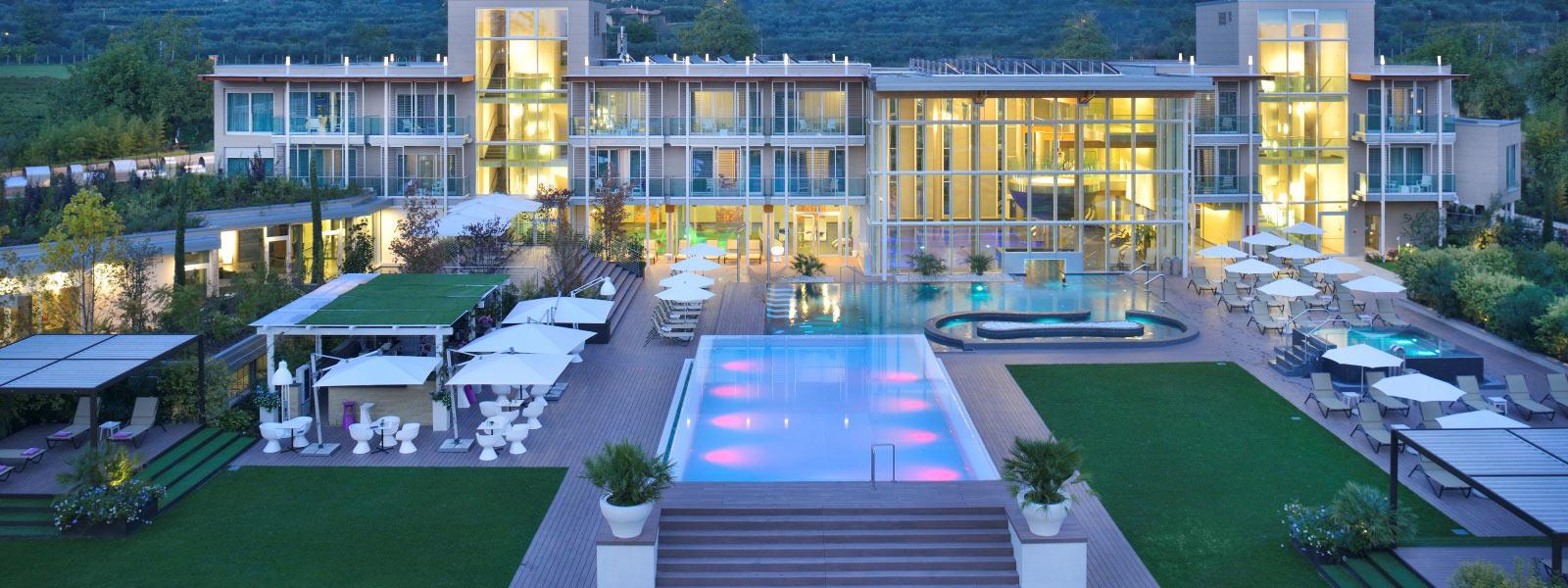 Aqualux hotel spa suite terme bardolino verona lago di garda - Hotel con piscina montagna ...